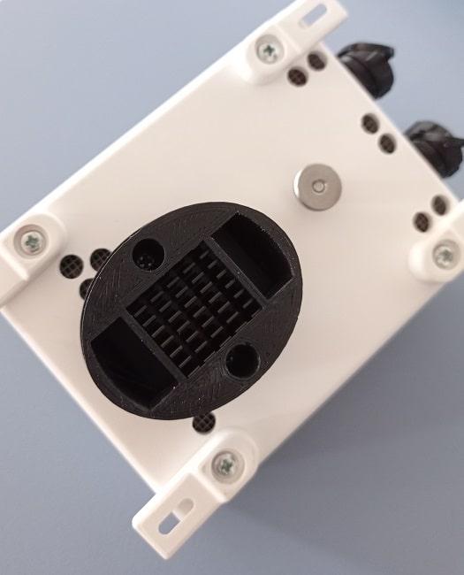 Sensor de humedad relativa y presión atmosférica montado en el CloudWatcher de Lunático Astronomía